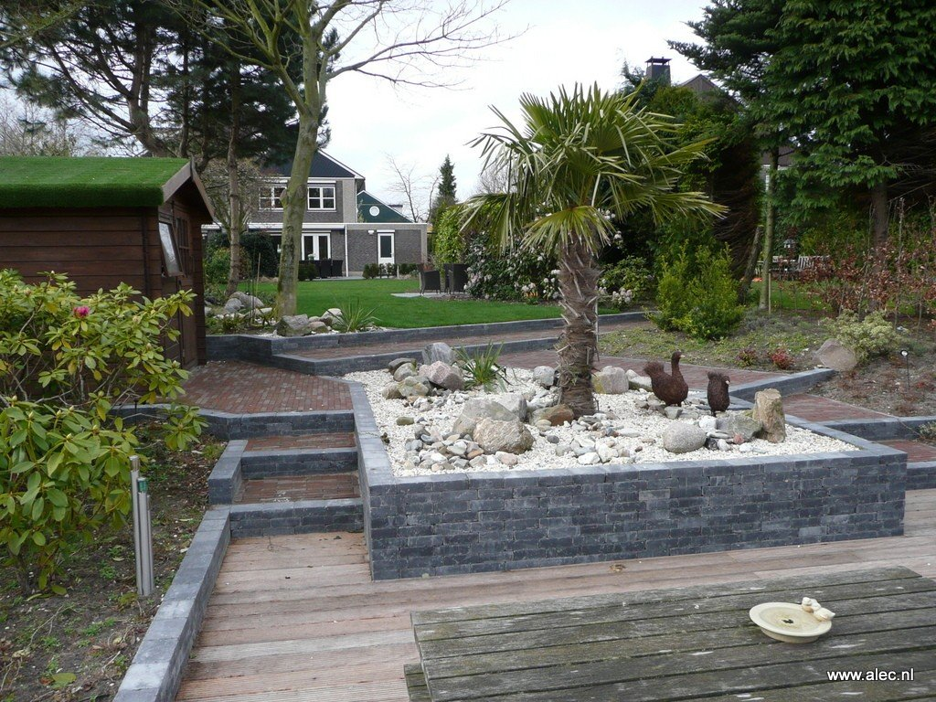 Grote Moderne Tuin : Grote moderne tuin met zwembad walhalla