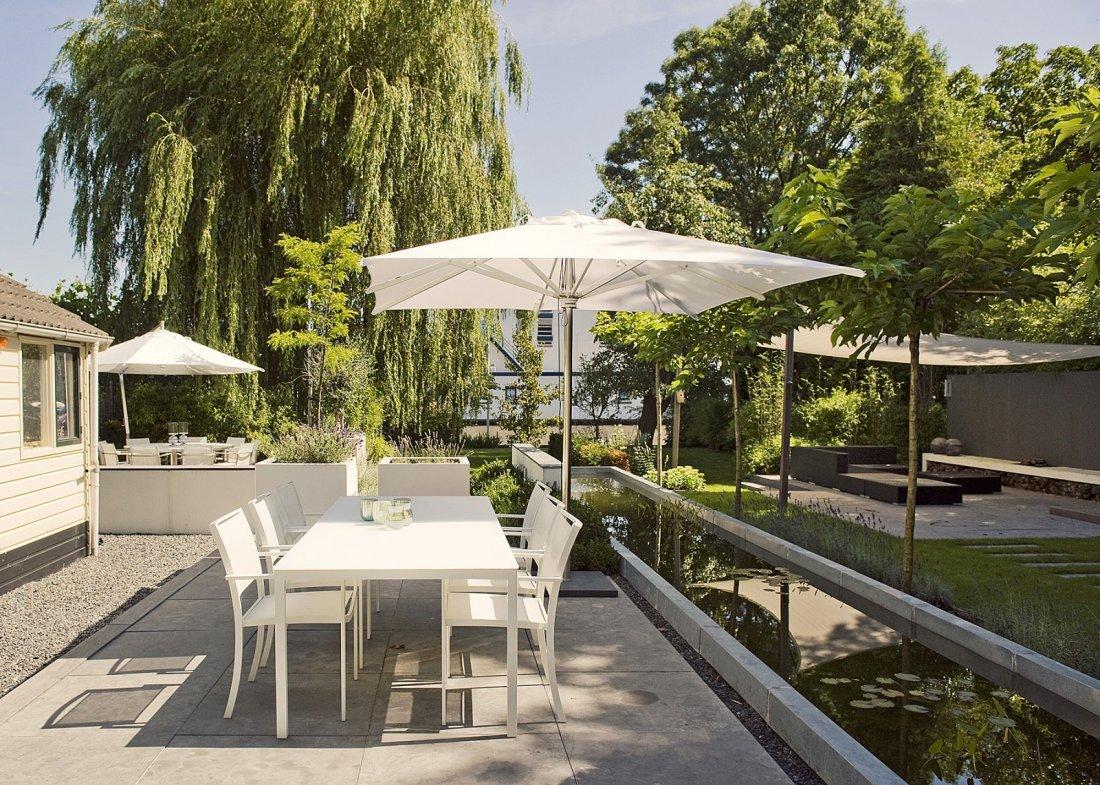 Buytengewoon stijlvolle villatuin aan het water walhalla