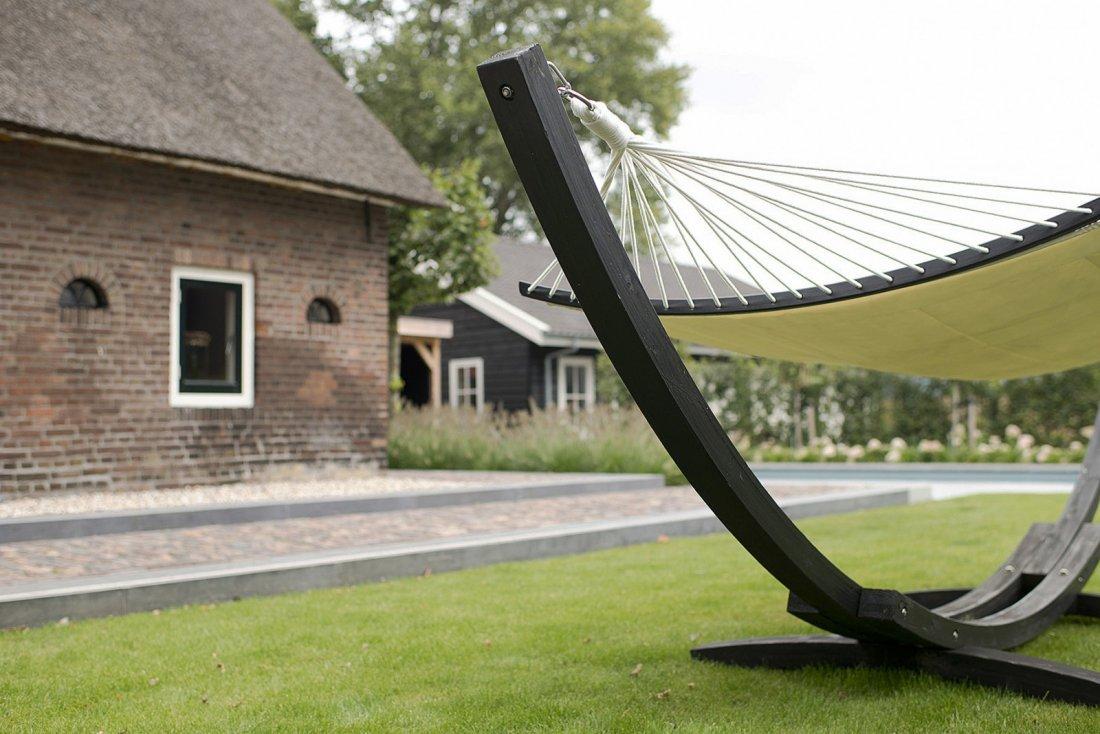 Buytengewoon modern klassieke tuin met zwembad walhalla