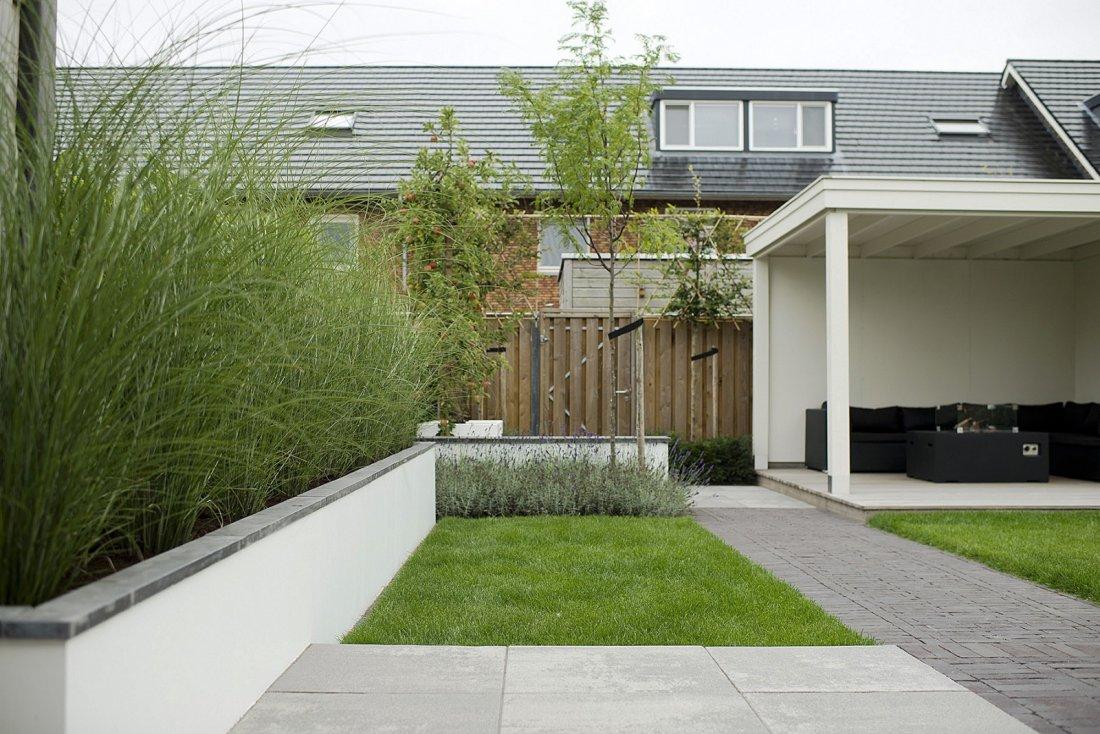 Kindvriendelijke tuin met bergruimte en veranda - walhalla.com