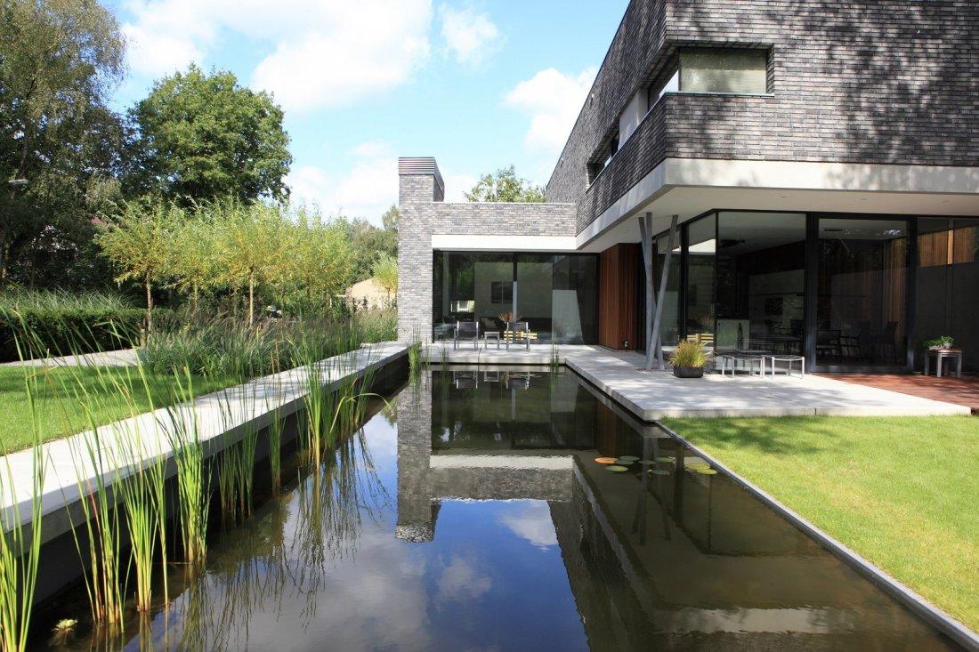 Moderne tuin met vijver - Moderne tuin foto ...