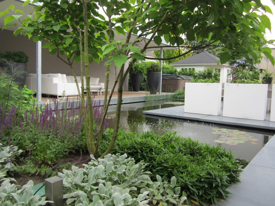 Strakke onderhoudsvriendelijke tuin for Tuin inspiratie modern