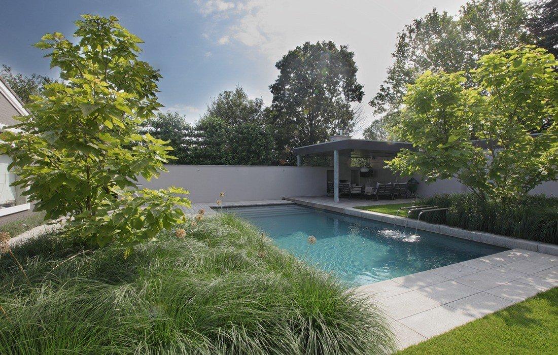 Moderne familietuin met zwembad en luxe lounge - Klein zwembad in de kleine tuin ...