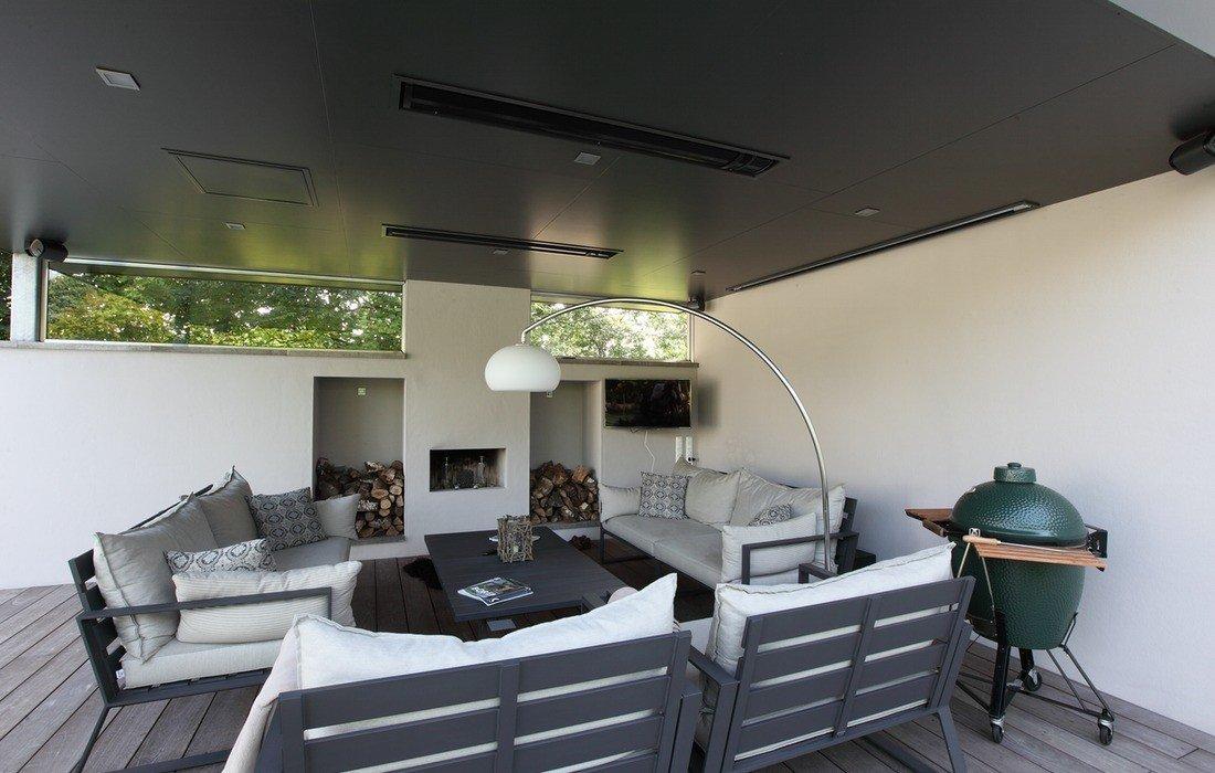 Moderne familietuin met zwembad en luxe lounge walhalla
