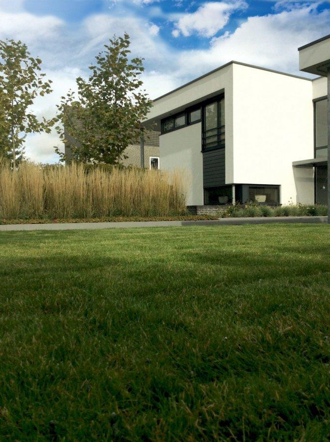 Moderne tuin met veranda en betonplaten - Moderne tuinfoto ...