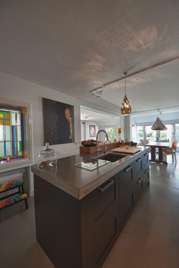 Keuken Donkere Vloer : Donkere keuken met betonnen vloer walhalla