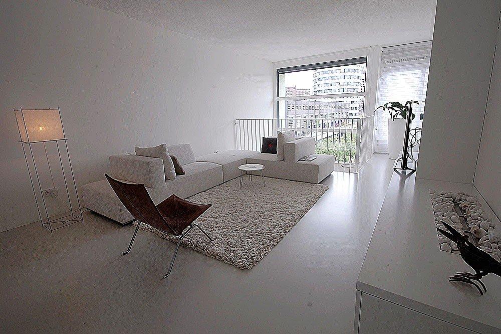 Minimalistisch interieur met design klassiekers walhalla