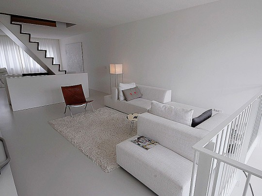 Minimalistisch interieur pasteltintens: een artistiek interieur dat