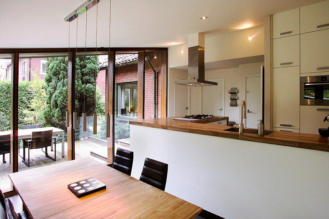 Uitbreiding woonhuis met keuken en parktijkruimte aan huis - Uitbreiding huis glas ...
