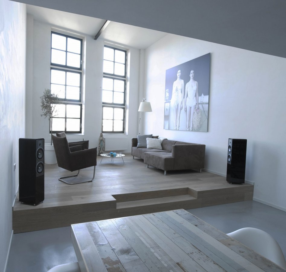modern interieur in oude fabriek. Black Bedroom Furniture Sets. Home Design Ideas