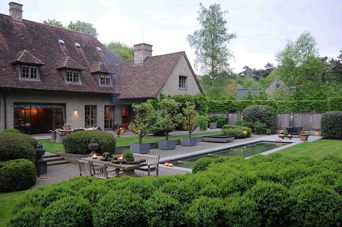 Moderne keuken in landelijk huis van de appelboom - Huis in de tuin ...