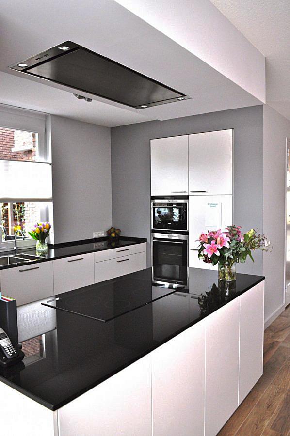 Nieuwbouwhuis in moderne design stijl - Moderne keuken stijl fotos ...