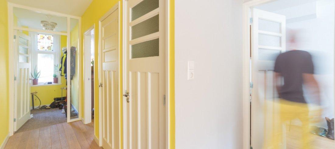 Slimme oplossing voor de kelder, interieur met veel licht enkleur ...