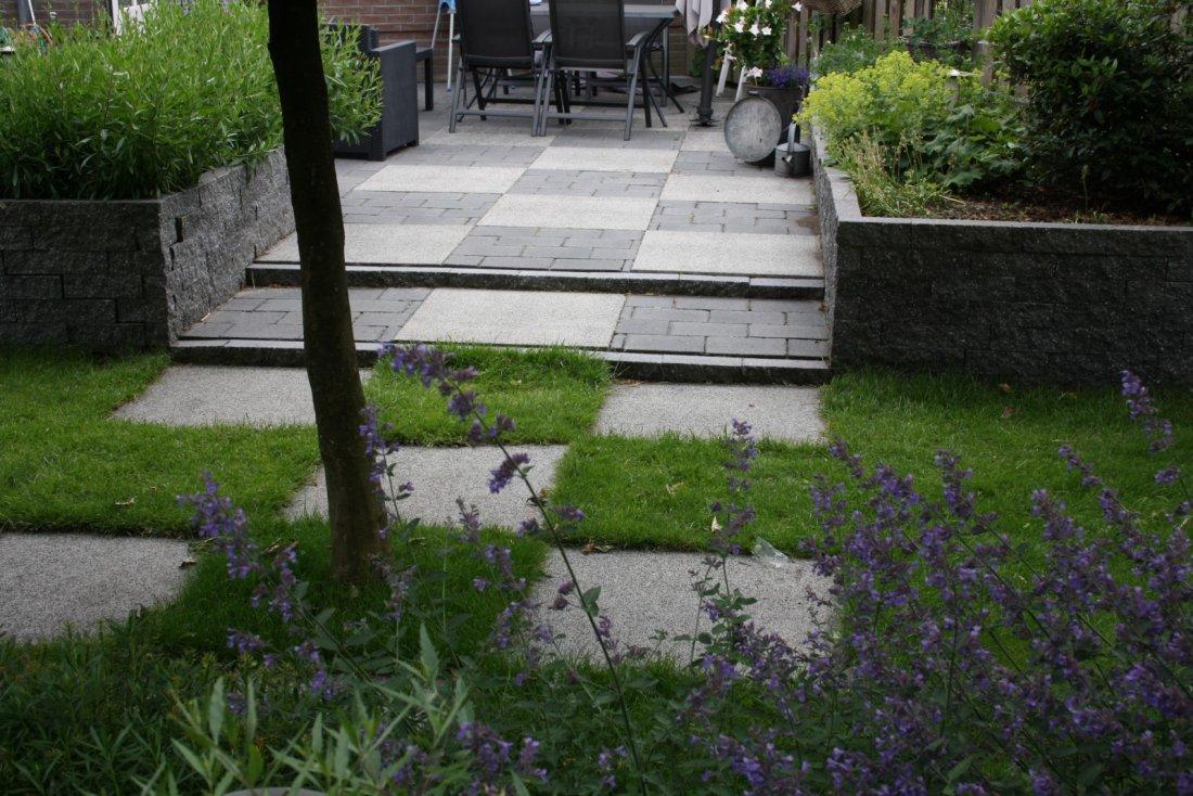 Moderne verrassende tuin - Moderne tuin foto ...
